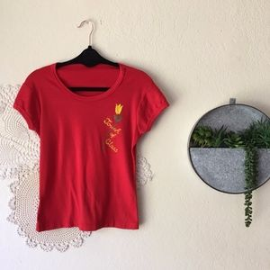 Vintage red embroidered tulip floral cropped tee